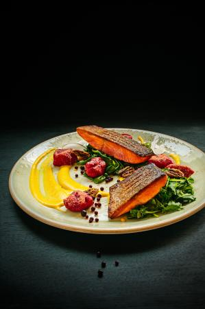 Coast Coal Harbour Hotel: Prestons Restaurant + Lounge // Salmon
