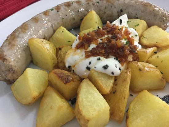 Palleja, Espanha: Butifarra con patatas i all-i-oli, la excelencia de lo sencillo