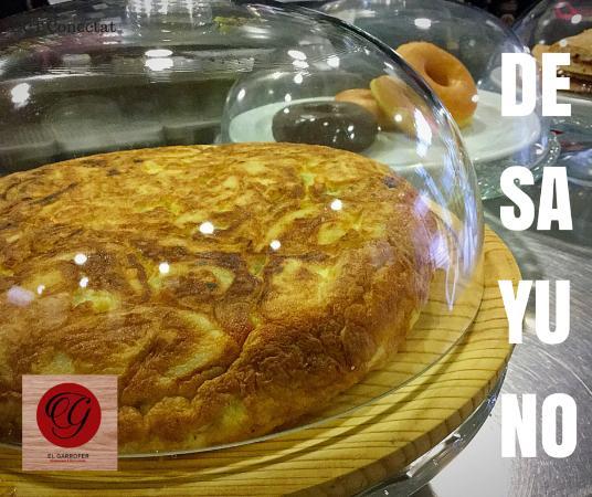 Palleja, Espanha: Un buen desayuno puede alegrarte el dia. Nuestra tortilla de patata esta elaborada en nuestra co