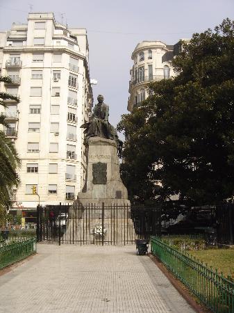 Estatua Mariano Moreno