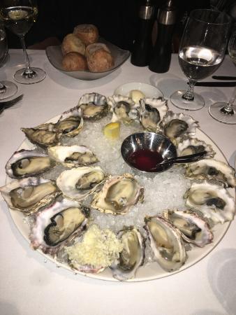 Araxi Restaurant + Oyster Bar Aufnahme