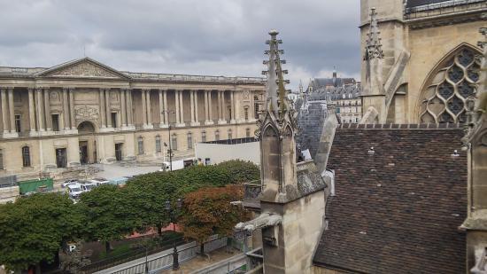 Hotel de la Place du Louvre: Windows open view to back of the Louvre