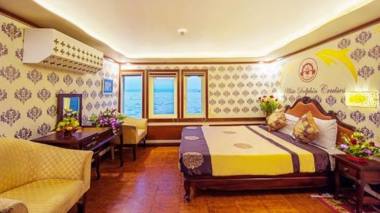Asia Pearl Travel - Day Tours: Deluxe cabin White Dolphin Private Cruise