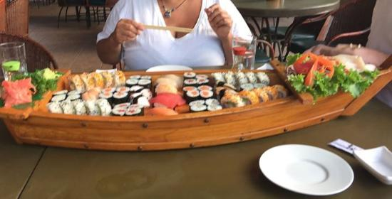 Hotel Coco Palms: We order a boat load of Sushi & that is exactly what we got!