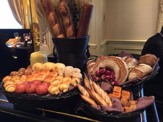 Le Chateau de Joel Robuchon: the bread cart..they bring to your table