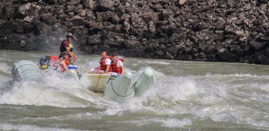 Fraser River Rafting: 'Sailor Bar' rapid Fraser River