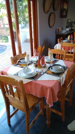 Journey's Inn Africa: Dining Room