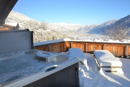 Comfort Chalet Mühle Terrasse mit Whirlpool - Picture of Chalets ...