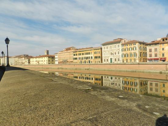 Il Lungarno prospiciente Palazzo Blu