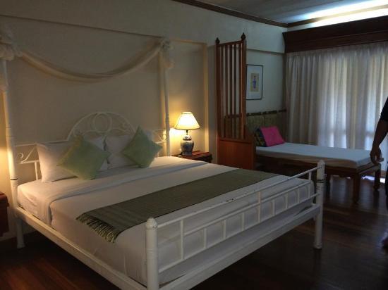 Krabi Success Beach Resort: จัดห้องนอนแบบคู่รัก  เงียบสงบ สีสรรสวยงาม