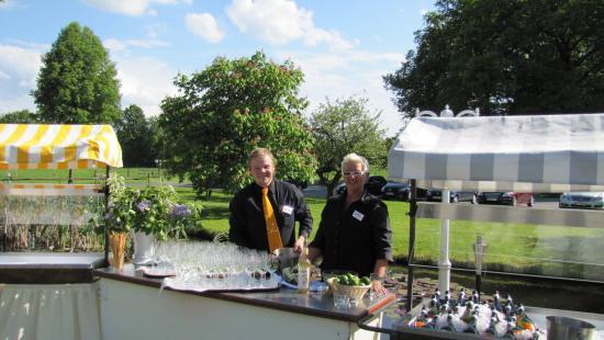 Hotel Forellenhof: Empfang am Gartenteich
