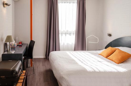 auberge du pont bernet hotel le pian medoc france. Black Bedroom Furniture Sets. Home Design Ideas