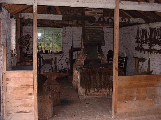 Chalfont St. Giles, UK: Victorian forge at Chiltern Open Air Museum