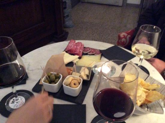 Porlezza, Italia: Закуски к вину