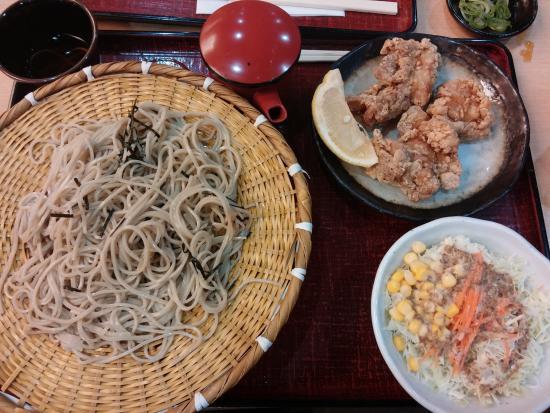 Kasuga, Japón: そば唐揚げセット