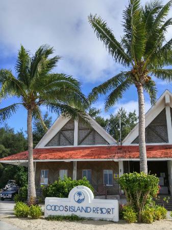 Cocos Island, หมู่เกาะมาเรียนา: ココス島の海、虹が掛かってるのは行くまでの海の風景。