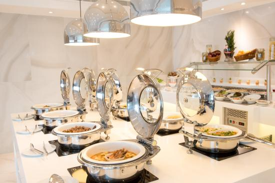 Hawthorn Suites By Wyndham Abu Dhabi City Center: Lavender All Day Dining  Buffet Dinner Set