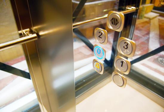 Navona Luxury Apartments: Ascensore