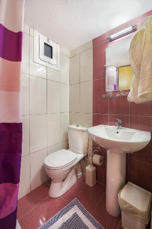Paritsa Hotel: Bathroom