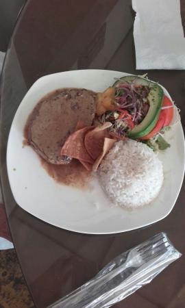 Villarreal, Kostaryka: Tonno a la plancia y arros y insalada