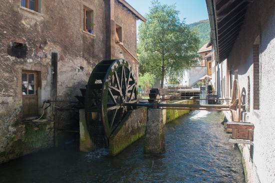 Vallorbe, Schweiz: Les roues à aubes du Musée du fer et du chemin de fer