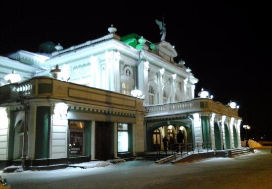 фото драмтеатр зимой в омске сезон
