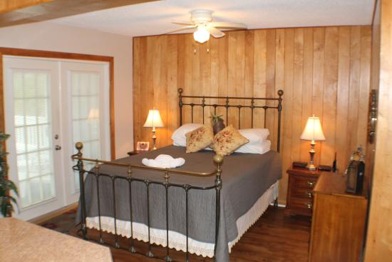 Cottage by the Pass : Bedroom Area