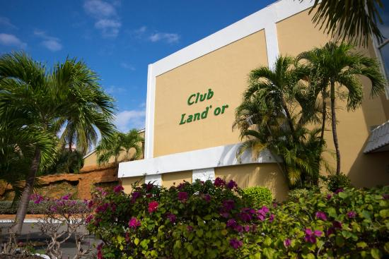 Club Land'or Resort: Luscious Landscaping