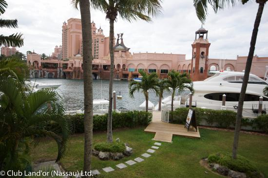 Club Land'or Resort: Just a few minutes to walk to Atlantis and shopping