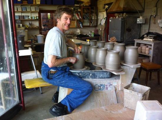 Bentham, UK: utensil jars