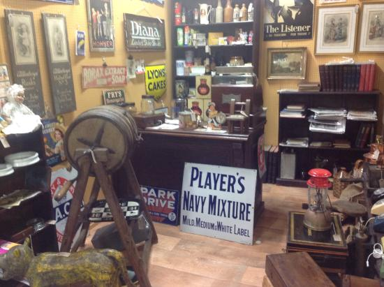 Brackley Antique Cellar: Genuine advertising items