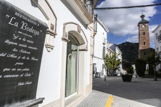 Almedinilla, Spanyol: fachada pergamino