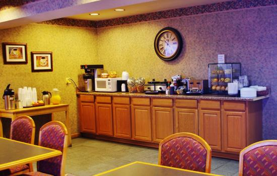 Caravan Inn Glenwood Springs: Complimentary Daily Breakfast