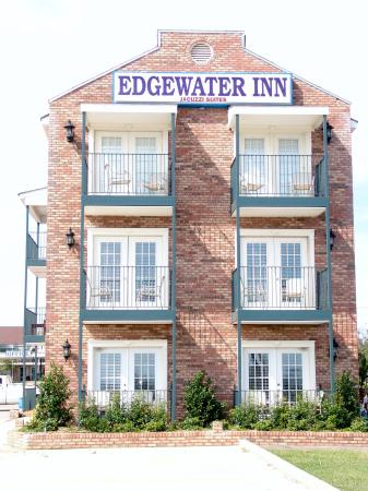 Edgewater Inn: Outside view of Suites