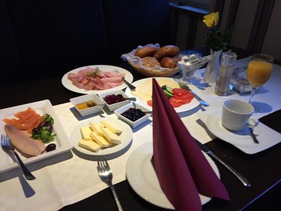 98cbda22f4a1ab Leckeres Essen und Frühstück - Burbaum