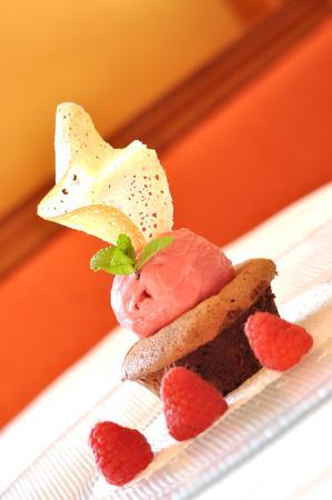 Penzion Tematin: Čokoládové sufflé s malinovou zmrzlinou