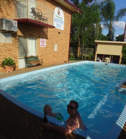Tallarook Motor Inn: Parker in tha house/pool