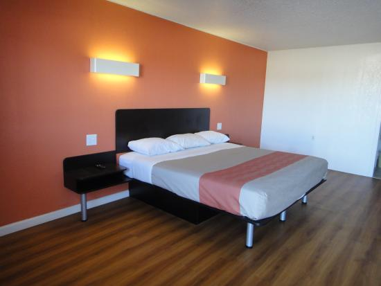 Motel 6 Clinton: Guest Room