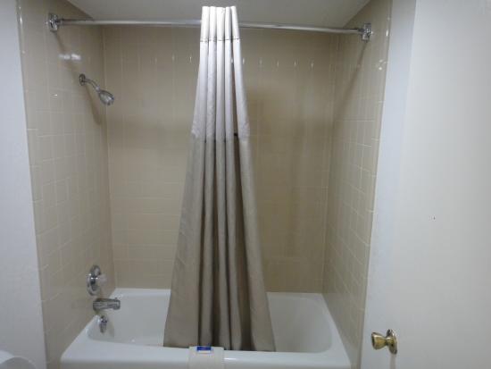 Motel 6 Clinton: Bathroom