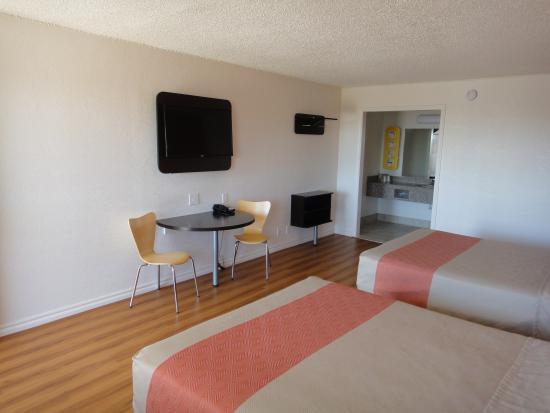 Motel 6 Clinton: Guest Room