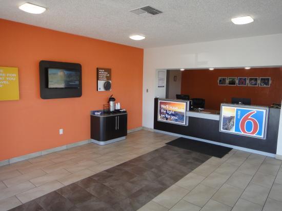Motel 6 Clinton: Lobby