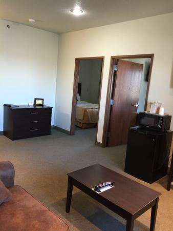 Seneca, KS: Two Room Two Queen Suite