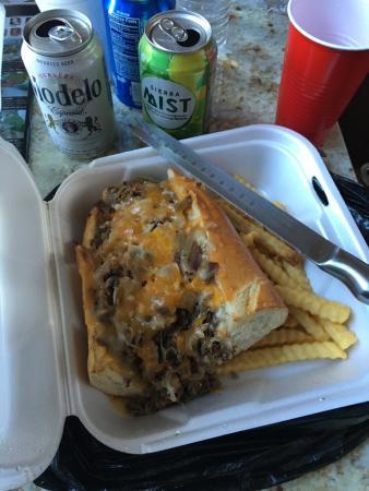 Rimforest, Californien: Phili cheesesteak sandwich