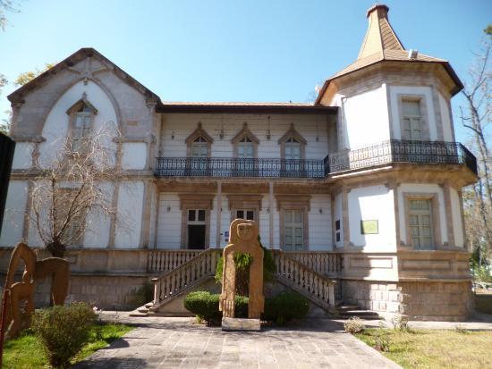 Museo de Arte Contemporaneo Alfredo Zalce (mAcAZ)