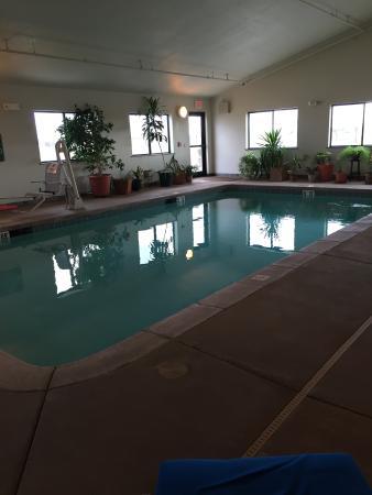 Seneca, KS : Indoor Heated Pool
