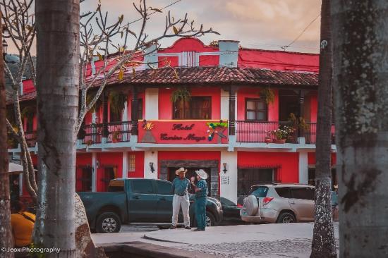 Hotel Camino Maya