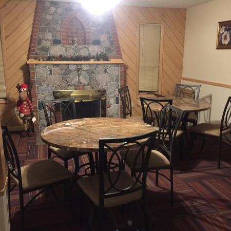 Naubinway, MI: Dining Area