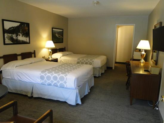 Orofino, ID: Two Full Beds