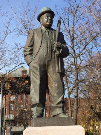 lou costello statue only a few blocks from paterson falls picture