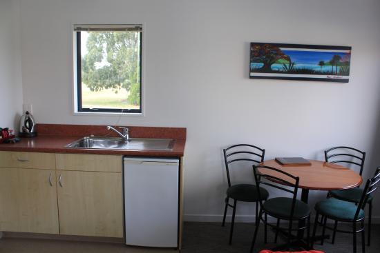 Bella Vista Motel: 1 Bedroom Family Unit Living Space